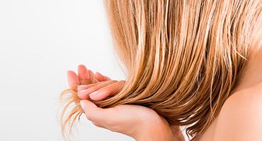 Les cheveux, une chute saisonnière spectaculaire