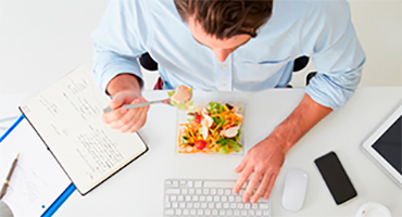 Comment manger sain et équilibré au bureau?