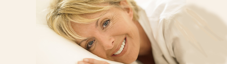 Femme sur son oreiller
