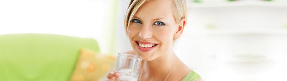Femme hydrater boire de l'eau