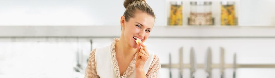 femme mange